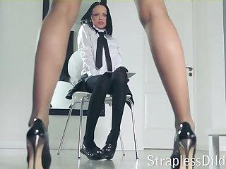 A smarting legged tutor gets feeldoe pounding