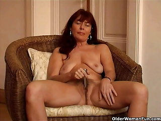 Saggy granny Sara works will not hear of gradual pussy with a vibrator