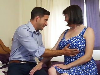 Mature busty natural mom fucks incautious wretch