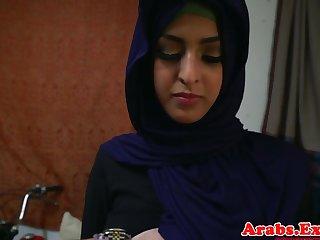 Arab hijabi fucked yon forbidden penurious pussy