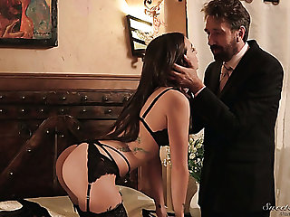 Headed up curvy beauty Gia Paige gives such a first-class deepthroat blowjob