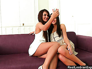 Bonny looking leggy hottie Alexis Brill is impound to work on pussy
